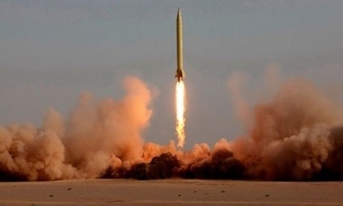 İran, Avrupa'nın tehdidine karşı uzun menzilli füzelerle cevap vereceğini açıkladı.