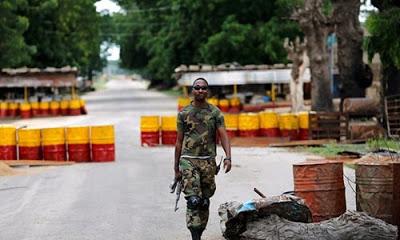 Nijerya'da düzenlenen silahlı saldırıda 18 kişi öldü.