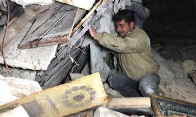 Rus savaş uçaklarının saldırılarında İdlib'de hastane ve camiler vuruldu