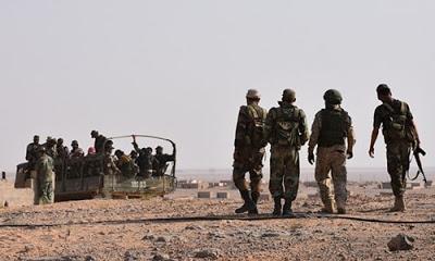 """Suriye ordusunun bir komutanı, """"Suriye ordusu, Deyr ez Zor bölgesinin doğusundaki Ebu Kemal kentini tamamen kontrol altına aldı"""" dedi."""