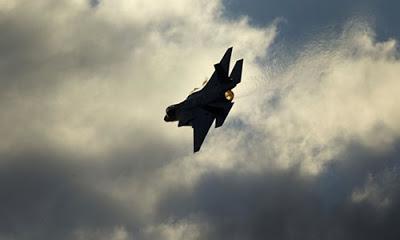 İsrail savaş uçakları Gazze Şeridi'ne saldırı düzenledi.