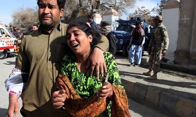 Pakistan'da yapılan intihar saldırısında 5 kişi öldü, 16 yaralandı.