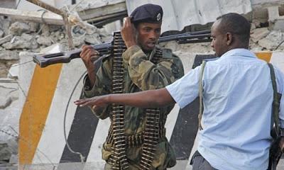 Somali'nin başkenti Mogadişu'da polis akademisine saldırı yapıldı, 10 kişi öldü.