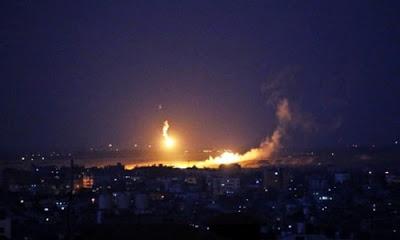 İsrail savaş uçakları sabahın ilk ışıklarıyla Gazze'ye bomba yağdırdı.