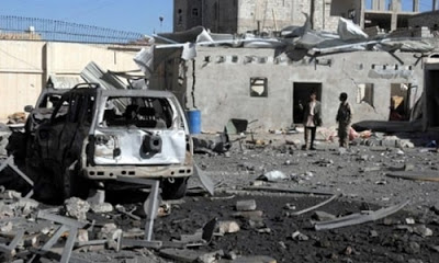Yemen'de yapılan hava saldırıları ve çatışmalarda 27 kişi öldü.